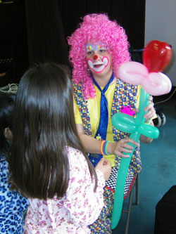 clowns for hire making balloons in Plano Texas